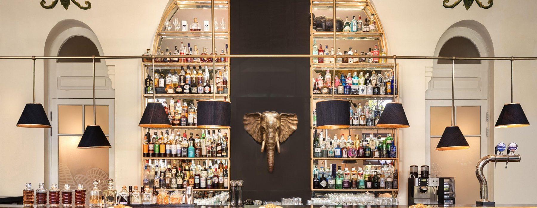 Raffles Hotel Le Royal Phnom Penh - Happy Hour at The Elephant Bar